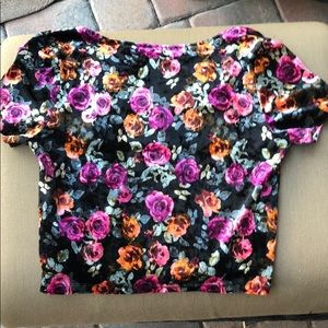 Forever 21 Tops - 3/$15 FOREVER 21 VELOUR FLORAL CROP TOP SZ LARGE